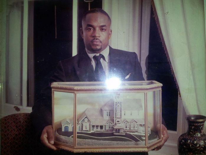 Cyril Saltibus with gift for Nelson Mandela